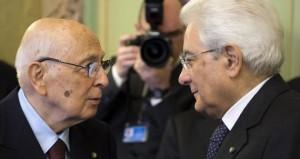 Sergio Mattarella e Giorgio Napolitanosi salutano commossi