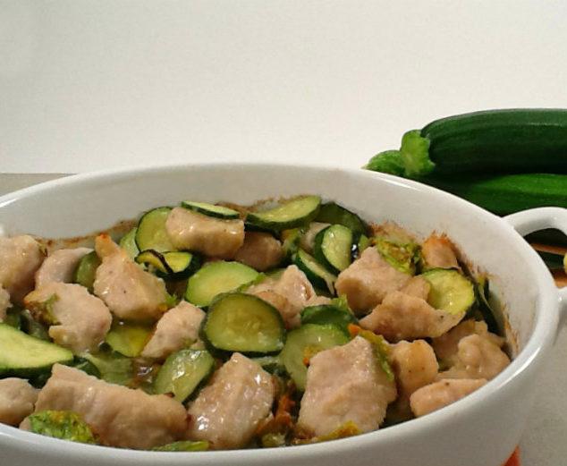 pollo e zucchine cotti al forno