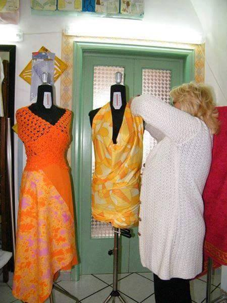Maria Antonietta cura alcune sue creazioni