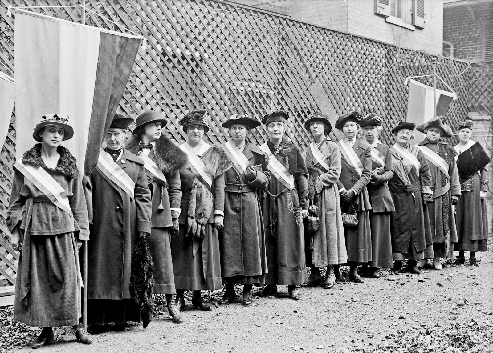 Woman-suffrage-pickets2-1917
