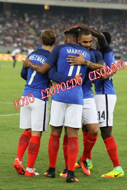 Esultanza francese dopo il vantaggio di Martial