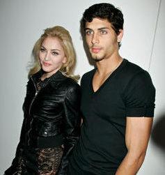 Madonna col suo giovane partner