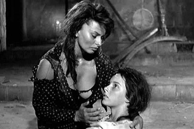 """Immagine tratta dal film""""La Ciociara"""" di Vittorio de Sica"""